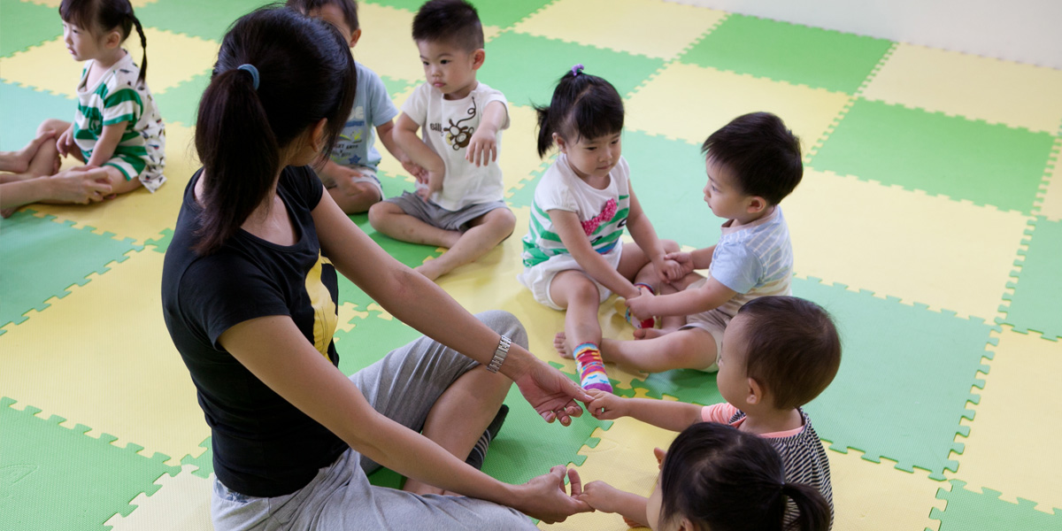 sensitive period of movement The sensitive period for movement can be divided into different classifications for acquisition of gross and fine motor (walking and the use of the hands) is from 0-25 years of age.
